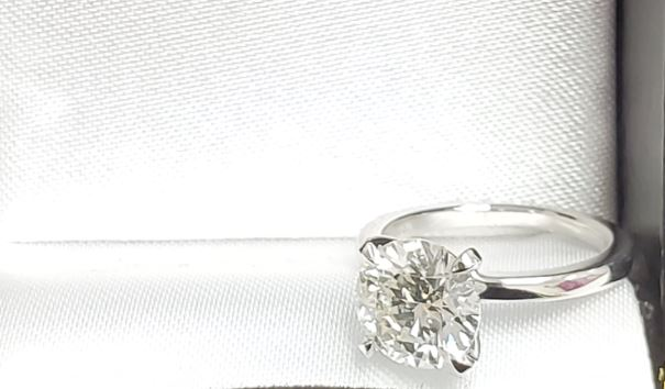1.50ct Round solitaire w/g ring